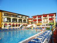 Viele Liegen am Pool. - Bild 2: Giardino dei Colori - Schöne moderne 6 Pers. - Ferienwohnung am Gardasee
