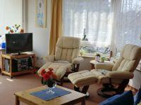 Im Erker stehen 2 gemütliche Relax-Sessel. - Bild 5: Groemitz-Villa am Meer - Seeblick Ferienwohnung