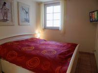 Schlafzimmer mit Doppelbett + TV - Bild 11: Ostsee Fewo Zingst - strandnah + zentrumsnah