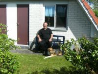 Ich bin Walter Baltz und vermiete familienfreundliche Ferienhäuser mit sehr viel Komfort, in denen Urlaubsgäste mit Hund herzlich willkommen sind.  Ich habe immer wieder feststellen müssen, das ein schönes FH mit gutem Komfort für Urlaubssuchende mit Hund schwierig ist. Das Sonnenhaus 47a wurde eingerichtet, so wie wir uns ein angenehmen Urlaub vorstellen.  ANKOMMEN - WOHLFÜHLEN - ERHOLEN -  Mein Urlaubstipp? Das Weserbergland zu erkunden macht einfach nur - SPAß -, die Gegend ist sooo ABWECHSLUNGSREICH. Deshalb empfehle ich - RADFAHREN auf Schienen - ! Auf 18 Kilometern geht es durch die reizvolle Landschaft des Extertals, vorbei an Wiesen und Feldern. - Bild 17: Sonnenhaus Nr. 47a in Weserbergland/Extertal bis 5 Personen-Hund erlaubt-