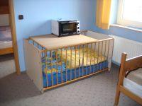 Kinderbett im 3. Schlafzimmer - Bild 11: Fewo Hoogen im Nordseeheilbad Friedrichskoog-Spitze. 150 m bis zum Strand.