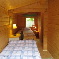 """Die Koje hat 2 Einzelbetten sowie eine Kommode und 2 Stühle - Bild 8: Reif für die Insel Usedom?... dann in´s neue Blockhaus """"Kajüte""""!"""