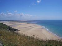 Fast 300 km Strand umfasst die Halbinsel Cotentin. - Bild 11: Maison Biemont, normannisches Natursteinhaus 16. Jahrhundert, Kamin