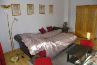 Das Schlafsofa läßt sich in ein bequemes Bett umwandeln. - Bild 2: 3-Zi-Ferienwohnung im Herzen von Erfurt bis 6 Personen