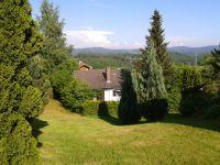 Blick auf den eingezäunten Garten - Bild 8: Ferienhaus Degenhardt im Bayerischen Wald - Im Urlaub und doch zu Hause