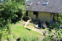 Der Spielplatz liegt hinter dem Haus. - Bild 14: Ferienwohnung EifelNatur 4 - komfortable 4-Sterne FeWo in ruhiger Lage