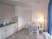 Die Küche ist überkomplett ausgerüstet. Der Elektrogrill auch für die Terrasse befindet sich hier. - Bild 5: Ankerplatz-Schönhagen,direkt an der Ostsee - W-Lan vorhanden