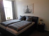 Großes Schlafzimmer mit Boxspringbett u. Etagenbett. - Bild 11: EG FEWO in Göhren 200m zum Strand, Terrasse, WLAN!!