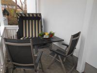 Terrasse mit Strandkorb am Wohnbereich - Bild 8: EG FEWO in Göhren 200m zum Strand, Terrasse, WLAN!!