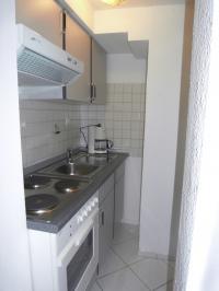 Kochbereich mit e-Plattenherd und Backofen - Bild 5: Ferienwohnung D im Ferienhaus Homburger