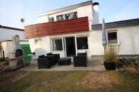moderne Loungemöbel, Grillkamin und Strandkorb laden zum verweilen auf der Südterasse ein - Bild 2: Wellness für Familie und Hund Ferienhaus an Ostsee und Schlei