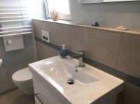 Badezimmer mit ebenerdiger Regendusche, Fön ist vorhanden - Bild 5: Ferienwohnung Würzburg, hochwertig eingerichtet für bis zu 6 Personen