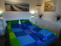 nachts zwei vollwertige Betten. Tagsüber bequeme Sitzmöglichkeiten - Bild 2: FeWo Möwenkoje Strandlage Cuxhaven Duhnen Hunde & Kinder willkommen