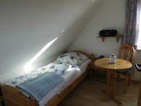 OB-alle Räume mit Laminat ausgelegt. - Bild 14: Friesenhaus Elke 2-5 Personen, Urlaub mit Hund,eingezäunten Garten.