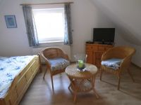 Doppelbett,Schrank,Fernseher ausgestattet. - Bild 11: Friesenhaus Elke 2-5 Personen, Urlaub mit Hund, Nessmersiel-Nordseeküste