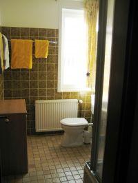 Bad mit Tageslicht und großem Fenster - Bild 8: Wohnung Füürtoorn Leuchtturm-Restaurant Norderney