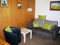 Bequeme Möbel mit Schlafsofa zum Ausziehen für die 3. Person - Bild 2: Wohnung Füürtoorn Leuchtturm-Restaurant Norderney