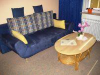 Das Sofa ist ein ausziehbares bequemes Schlafsofa - Bild 2: Wohnung Wittdün Leuchtturm-Restaurant Norderney
